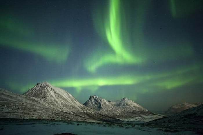 McNally Travel | Experience the Arctic | Norther lights over the Arctic